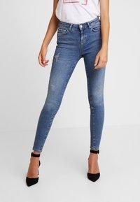 Vero Moda - VMTERESA - Jeans Skinny Fit - medium blue denim - 0