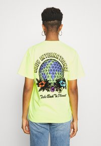 Obey Clothing - TAKE BACK THE PLANET - T-shirt z nadrukiem - neon yellow - 2