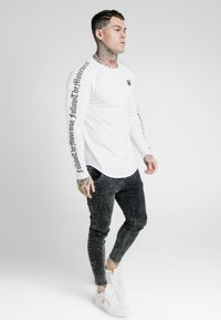 SIKSILK - LONG SLEEVE FOLLOW THE MOVEMENT TEE - T-shirt à manches longues - white - 0