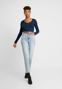 American Eagle - CURVY MOM JEAN - Jeans relaxed fit - cool classic - 1