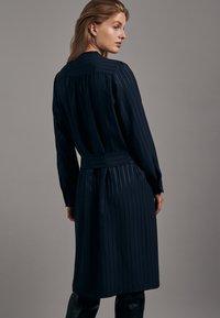 Seidensticker - KLEID SCHWARZE ROSE REGULAR FIT  - Shirt dress - dunkelblau - 1