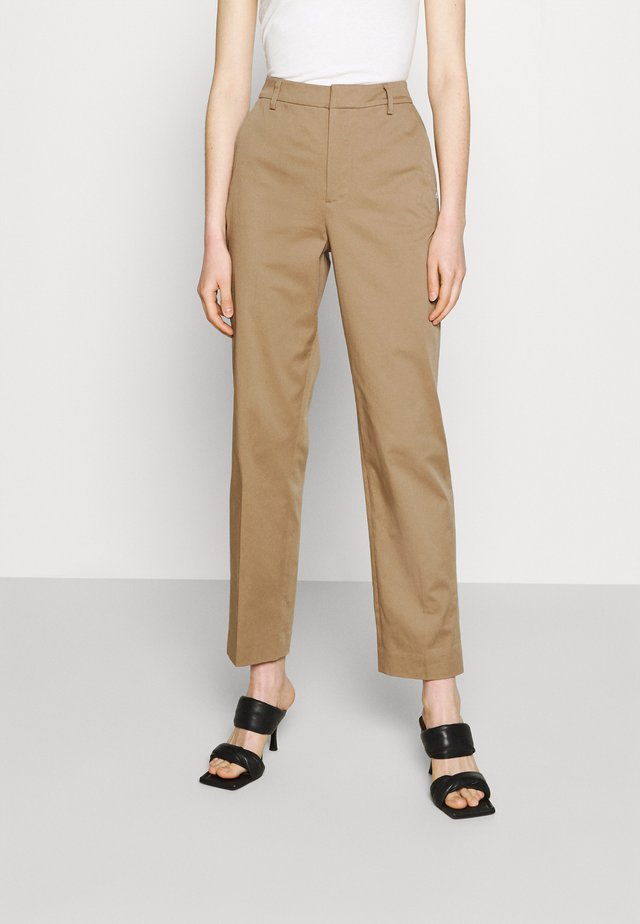 ABOTT REGULAR FIT - Pantalones chinos - sand
