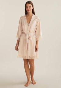 OYSHO - MIT SPITZE - Dressing gown - beige - 0
