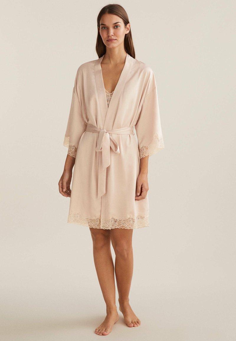 OYSHO - MIT SPITZE - Dressing gown - beige