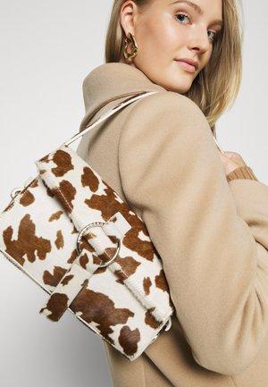 THE SHOULDER BAG - Handbag - brown