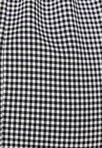 Bershka - MIT CARMEN-AUSSCHNITT - Blouse - black - 3