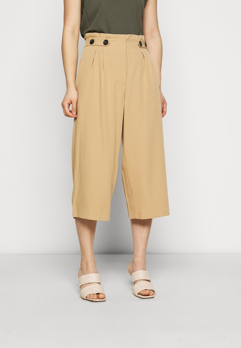 ONLY Petite - ONLTHEIA JOURNEY LIFE CULOTT - Pantalones - iced coffee