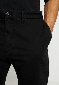 Carhartt WIP - JOHNSON PANT MIDVALE - Chinos - black - 3