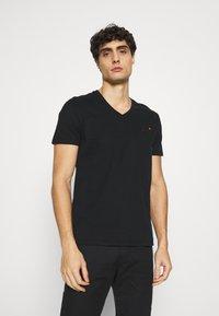 Superdry - CLASSIC TEE - Basic T-shirt - black - 0