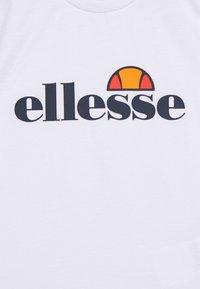 Ellesse - RAZOR BABY UNISEX - Camiseta estampada - white - 2