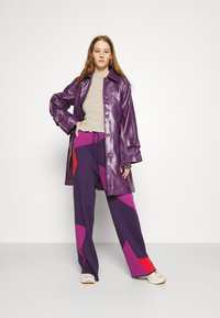 HOSBJERG - CORSA PANTS - Trousers - purple/orange - 1