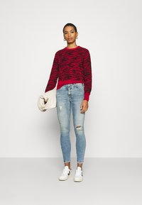 Calvin Klein Jeans - ZEBRA  - Jumper - red hot - 1