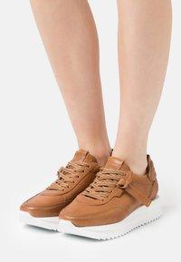 Kennel + Schmenger - JAZZ - Sneakers laag - cognac - 0