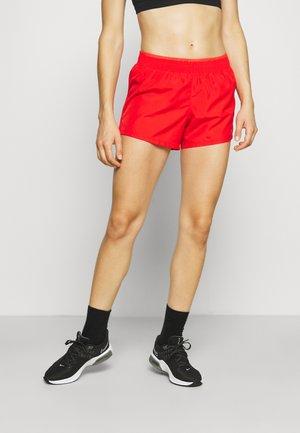 SHORT - Korte broeken - chile red/university red