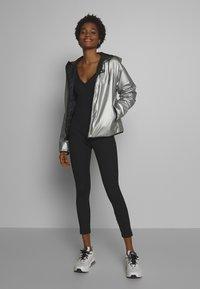 Nike Sportswear - Lehká bunda - metallic silver - 1