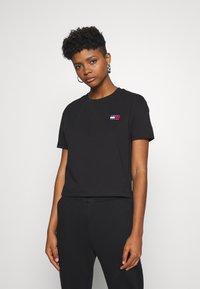 Tommy Jeans - BADGE TEE - T-shirt basique - black - 0