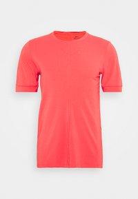 Nike Performance - Basic T-shirt - fusion red - 5