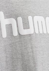 Hummel - LOGO HOODIE UNISEX - Hoodie - grey melange - 2