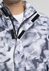 Calvin Klein Jeans - AOP - Bomber Jacket - grey - 3