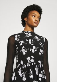 Calvin Klein Jeans - FLORAL DRESS - Day dress - black - 5
