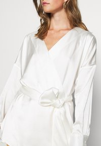 Missguided - PLUNGE TIE WAIST BLOUSE - Blouse - ivory - 5