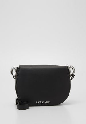 CHAIN SADDLE BAG - Torba na ramię - black