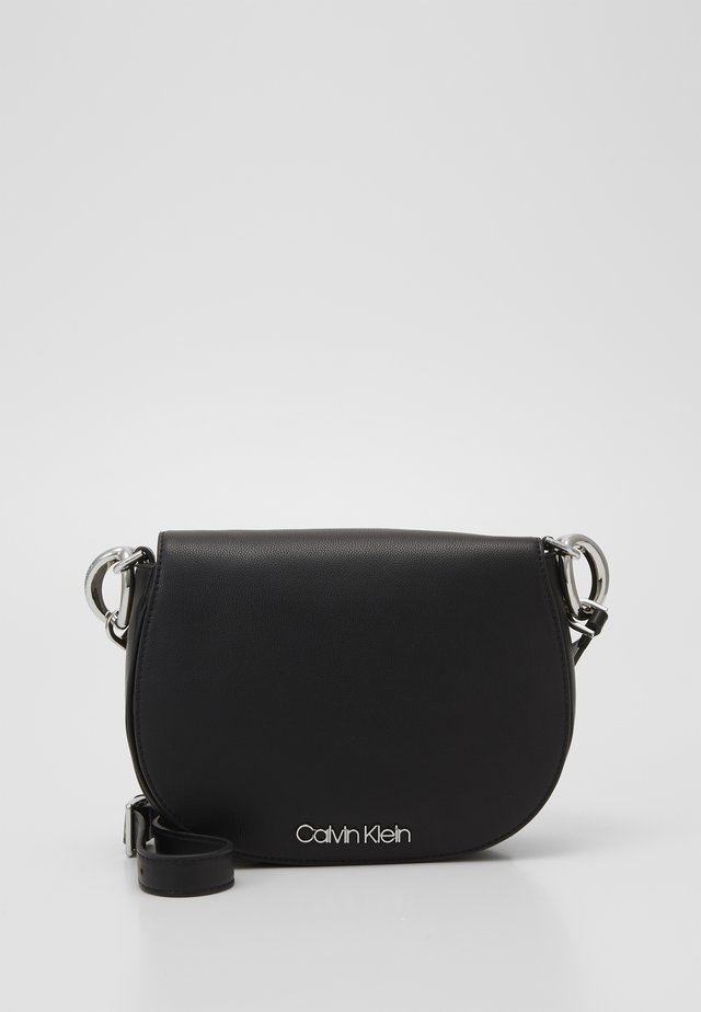 CHAIN SADDLE BAG - Sac bandoulière - black