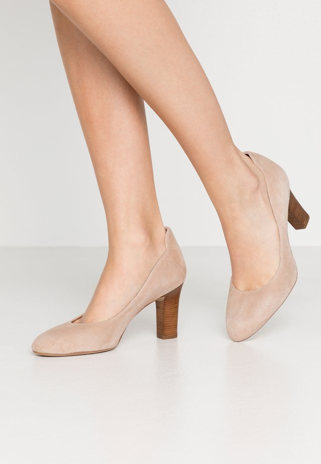 ULISA WIDE FIT - Tacones - nude