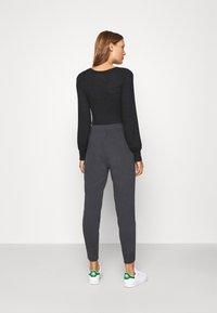 Abercrombie & Fitch - LOGO - Teplákové kalhoty - asphalt - 2