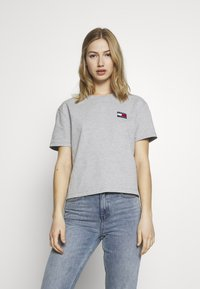 Tommy Jeans - BADGE TEE - T-shirt basic - lt grey - 0