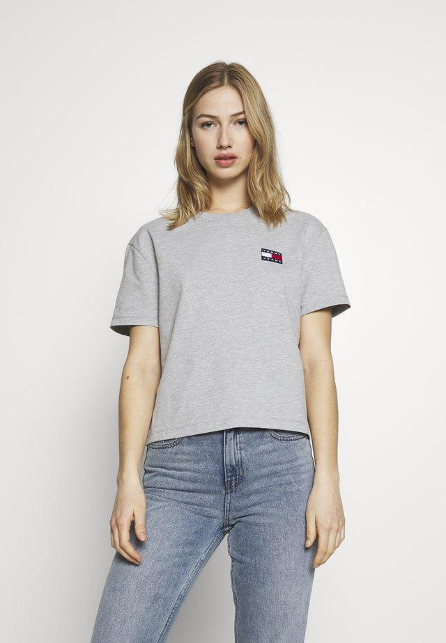 BADGE TEE - T-shirt basique - lt grey