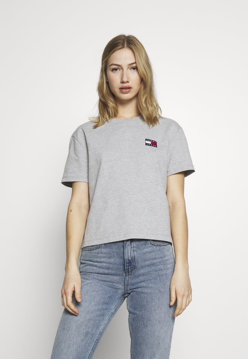 Tommy Jeans - BADGE TEE - T-shirt basic - lt grey