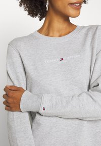 Tommy Hilfiger - REGULAR - Sweatshirt - light grey - 4