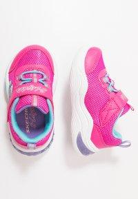 Skechers - POWER PETALS - Tenisky - neon pink/multicolor - 1