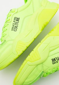 Versace Jeans Couture - Baskets basses - verde fluo - 5