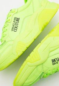 Versace Jeans Couture - Sneaker low - verde fluo - 5