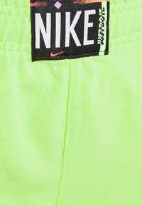Nike Sportswear - WASH - Shorts - ghost green - 2