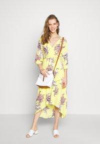 s.Oliver BLACK LABEL - KLEID KURZ - Day dress - lemonade - 1