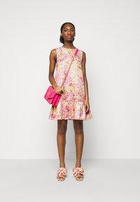 Versace Jeans Couture - LADY DRESS - Denní šaty - pink confetti - 1