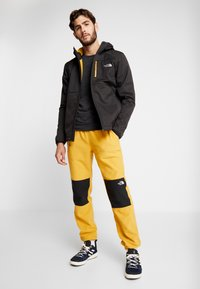 The North Face - GLACIER PANT - Spodnie treningowe - yellow/black - 1