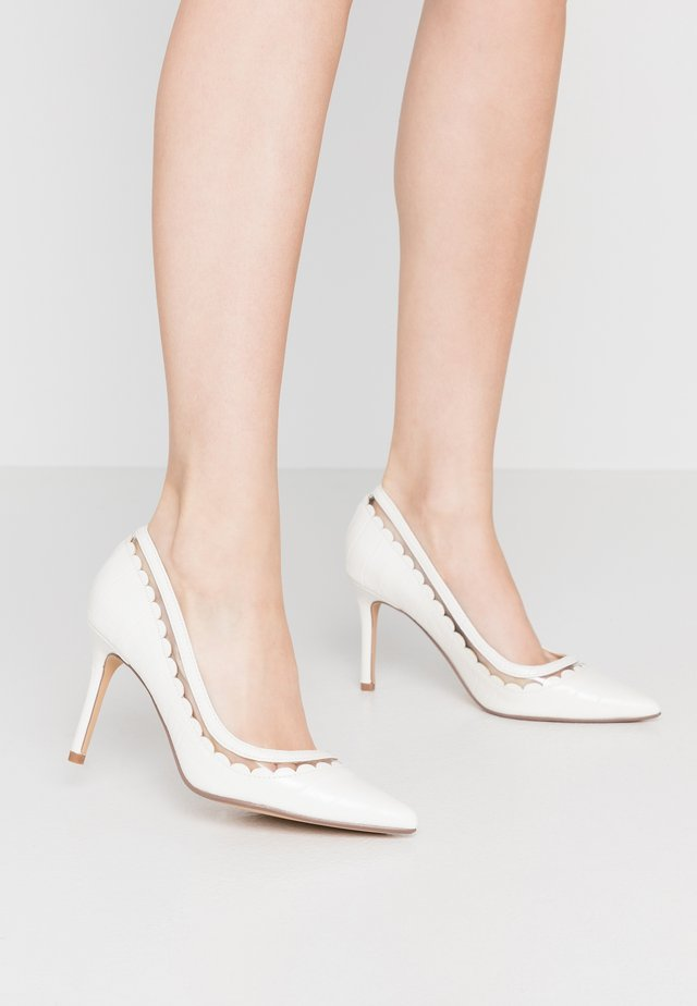 ELIZA SCALLOP DETAIL COURT - High heels - white