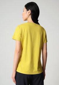 Napapijri - SALIS - Basic T-shirt - yellow moss - 1