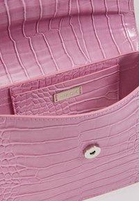 HVISK - CAYMAN SHINY STRAP BAG - Across body bag - pastel purple - 5