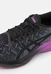 ASICS - DYNABLAST - Chaussures de running neutres - black/digital grape - 5