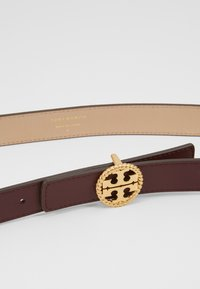 Tory Burch - TWISTED LOGO BELT - Belt - port - 5