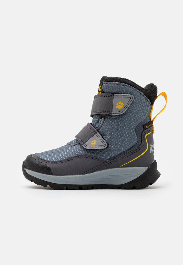 POLAR BEAR TEXAPORE HIGH UNISEX - Winter boots - pebble grey/burly yellow