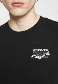 Edwin - LOGO MAP CHEST - Print T-shirt - black - 4