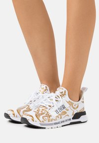 Versace Jeans Couture - Sneakers basse - white/gold - 0