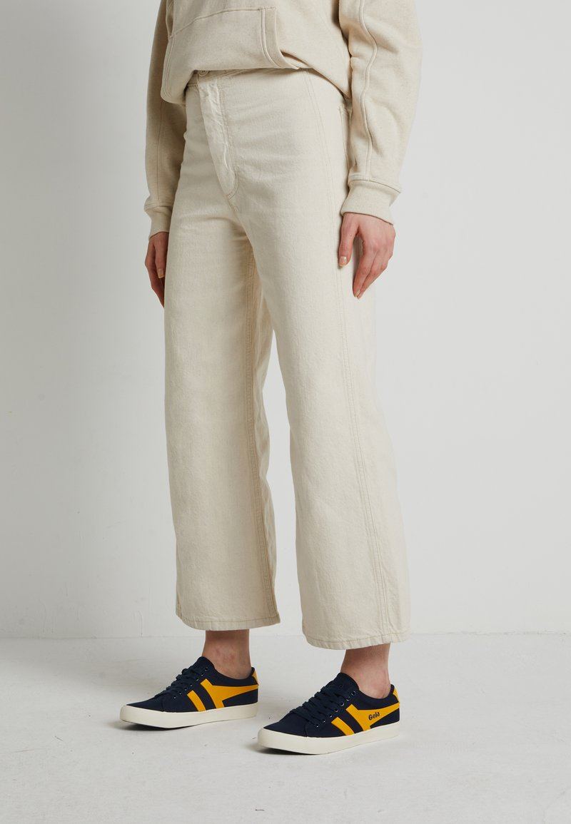 Levi's® - WELLTHREAD RIBCAGE CROP WIDE - Flared Jeans - BREAKING WAVE ECRU HEMP B W