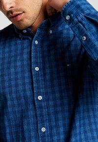 Tommy Hilfiger - SLIM FIT INDIGO TONAL CHECK - Shirt - blue - 4
